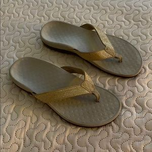 Vionic Tiders Rhinestone Thong Flip Flop Sandals Champagne Size 9